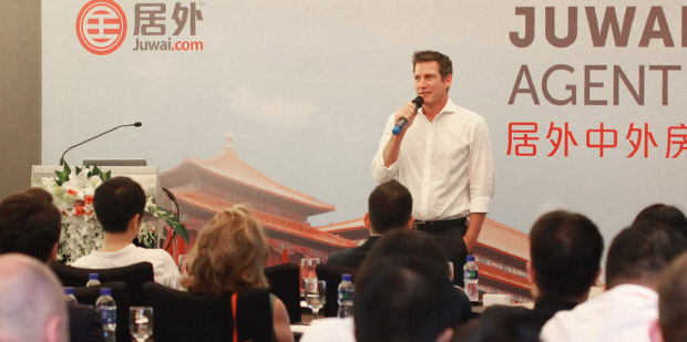 Juwai Co-CEO Simon Henry speaking at Juwai Summit in Beijing